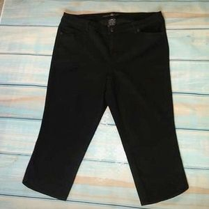 TORRID SOURCE OF WISDOM Blk Capri Jeans Size 20W
